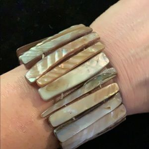 Jewelry - Gorgeous Shell Bracelet - Stretchy